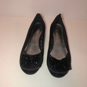 Kids black satin heel shoes w/sparkle bows